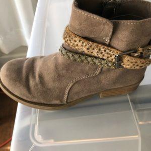 Harper Canyon girls boots
